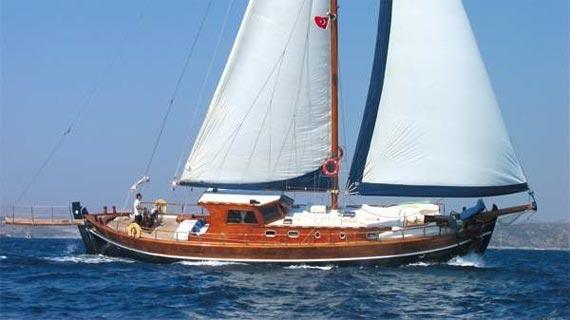 Fiestas y cumpleaños a bordo de un velero en Ibiza